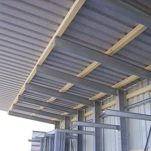 Kragarmregale mit Dach